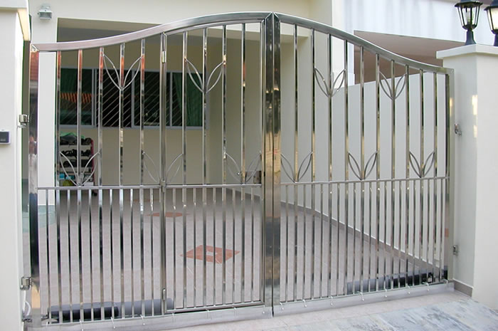 Stainless steel main gate or aluminum main gate Know the metal. Stainless Steel Gate   Stainless steel main gate or aluminum main